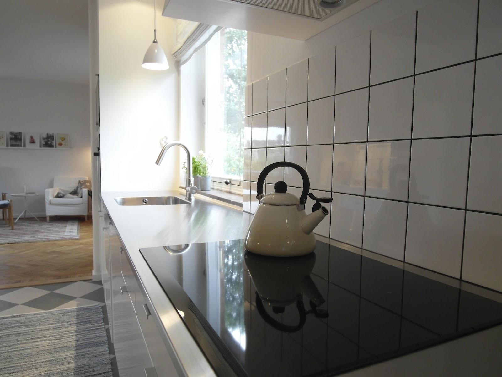 Kök med rostfri bänkskiva: kök design designduon köksrenovering ...