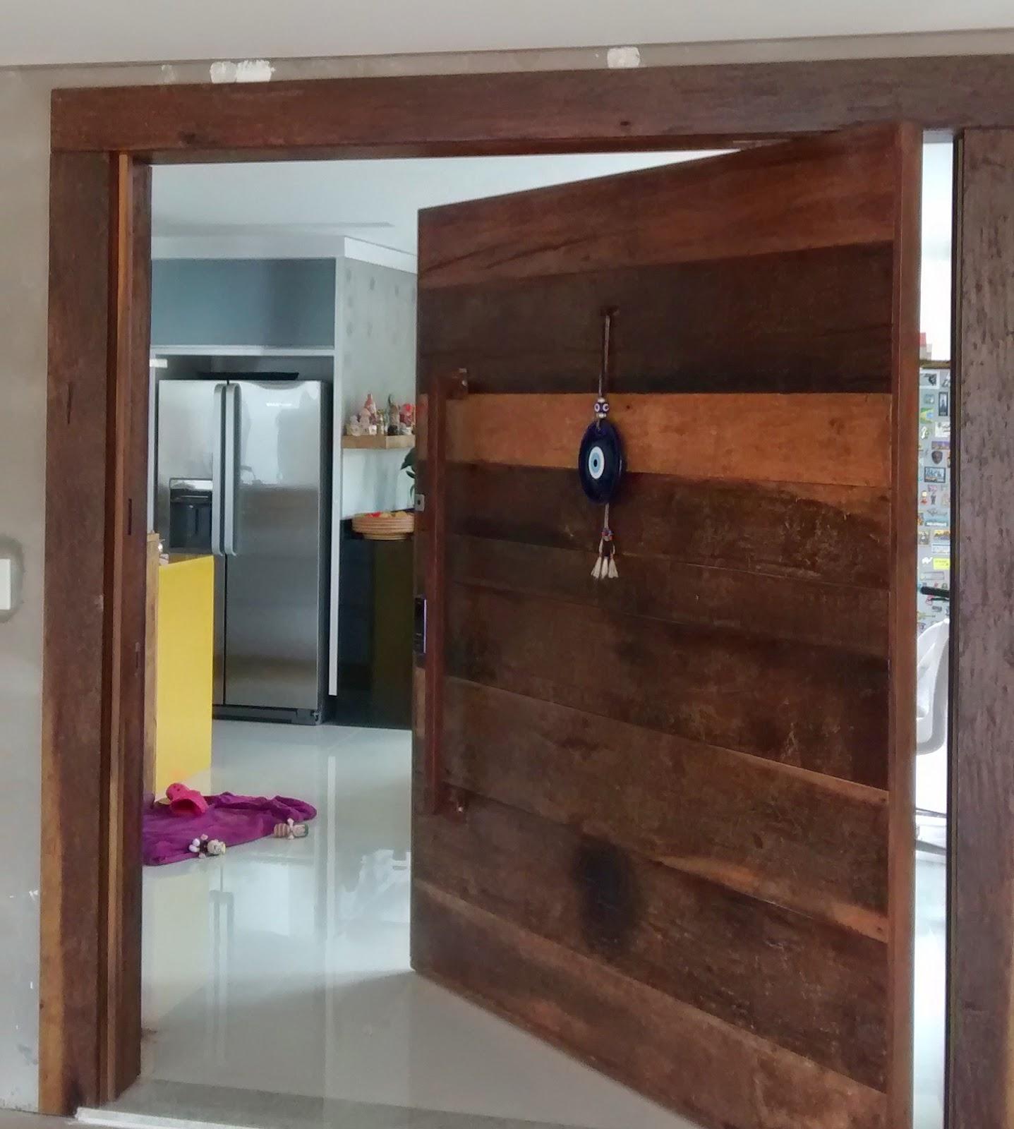 #773764 Portas pivotantes de madeira de demolição elaboradas sob medida  600 Janelas Em Madeira Sob Medida