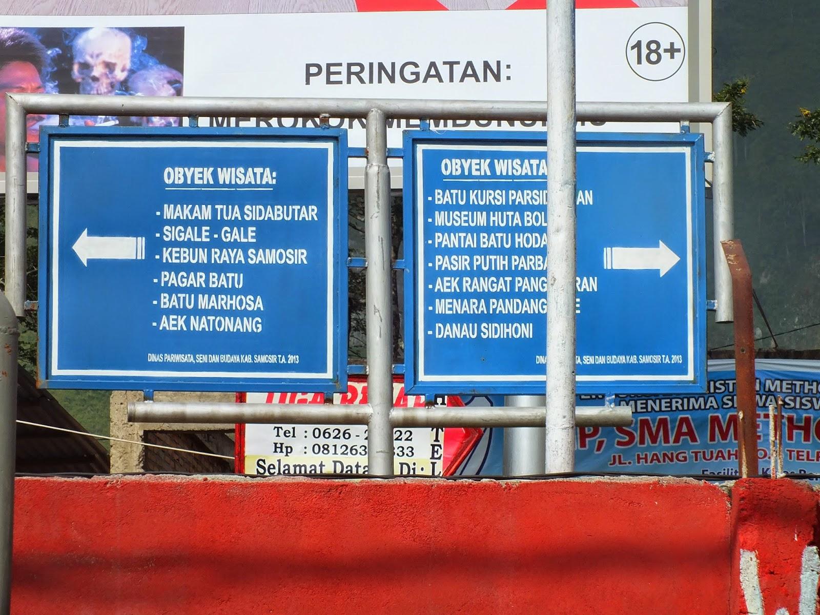 papan informasi tempat wisata di tomok