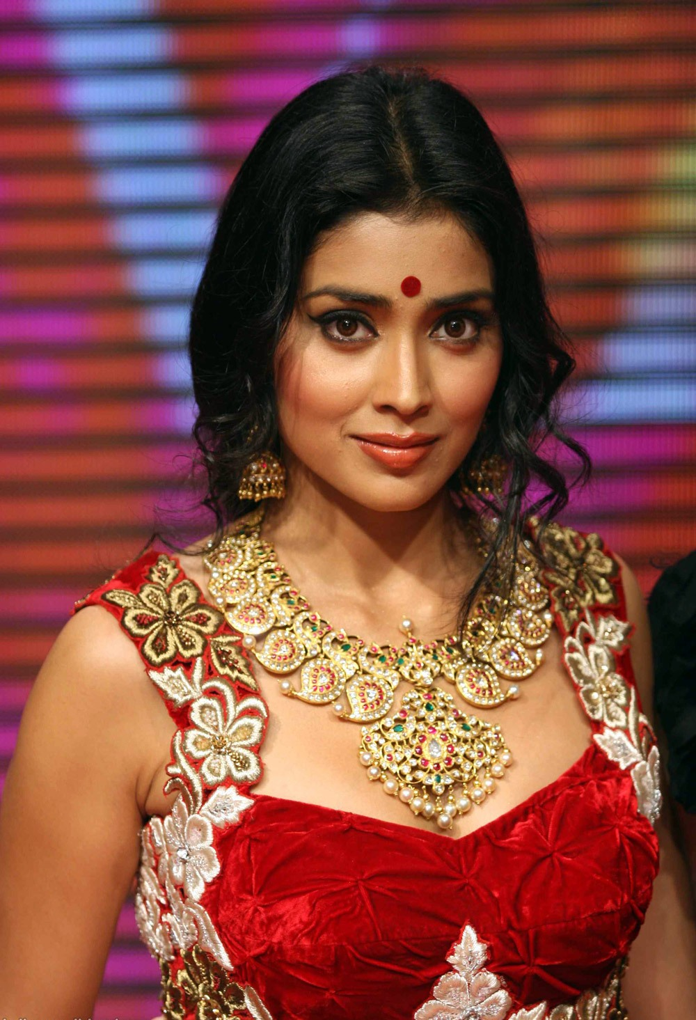 Bollywood Latest Fashion Shriya Saran Displays Design Of Gems Jewellery At Swarovski Gems