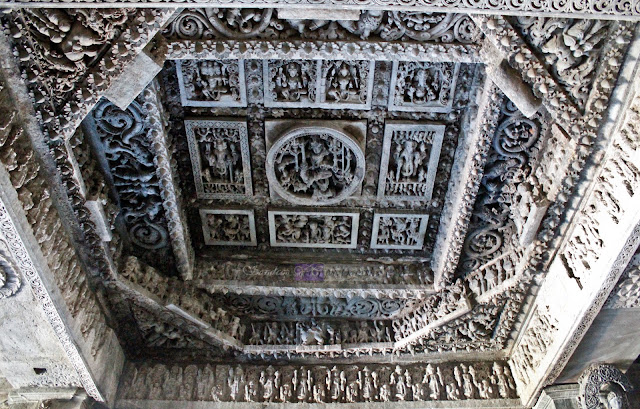 The ceilings in front of the other main shrine