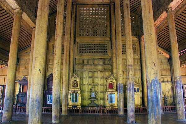 Interior del monasterio Shwenandaw Kyaung