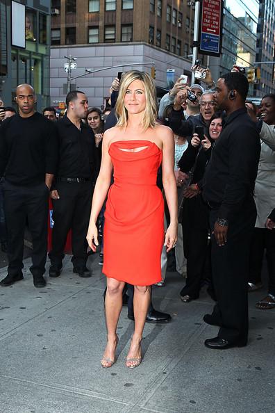 Jennifer Aniston Young Looking Skin. Jennifer kept her look modern