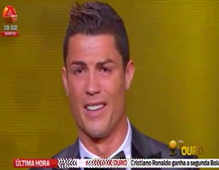 Cristiano Ronaldo chora ao vencer a bola de ouro de 2013