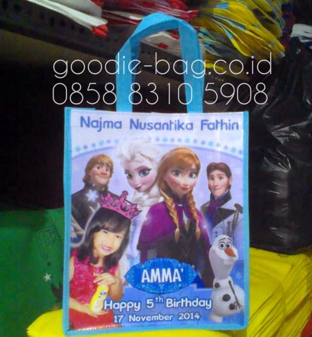 Goodie bag frozen murah