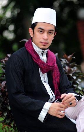 Biodata Iqram Dinzly Seksi Hot Profile Artis Malaysia