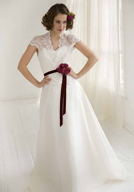 Top 5 hottest wedding gown trends for 2012 wedding for Top 5 wedding dress designers