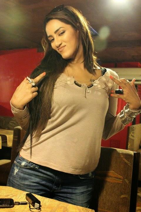 Paki Hot Beautiful Chick live show mujra dance scandal leaked