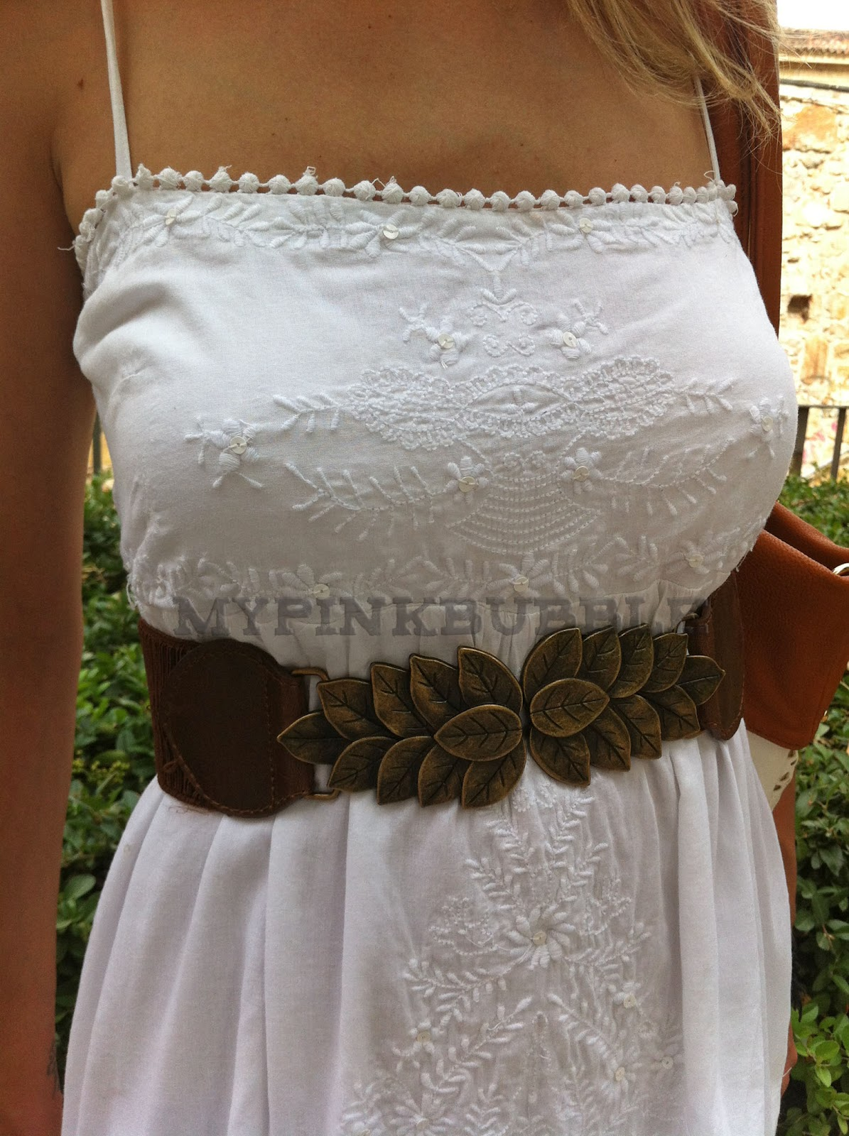 outfit vestido blanco ibicenco detalle