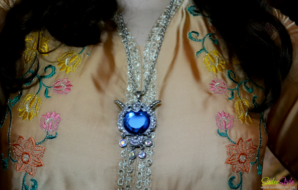 Delicate Women's Rhinestone Sheep Designed Sweater Chain Necklace.
