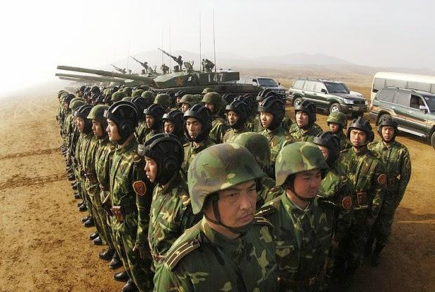 la-proxima-guerra-china-envia-tropas-artilleria-pesada-tanques-a-ciudad-fronteriza-con-vietnam