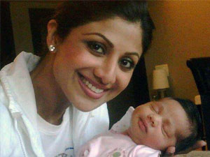 Shilpa Baby Photo on Supposedly Aishwarya Rai And Her Baby Daughter All Over The Net Now A