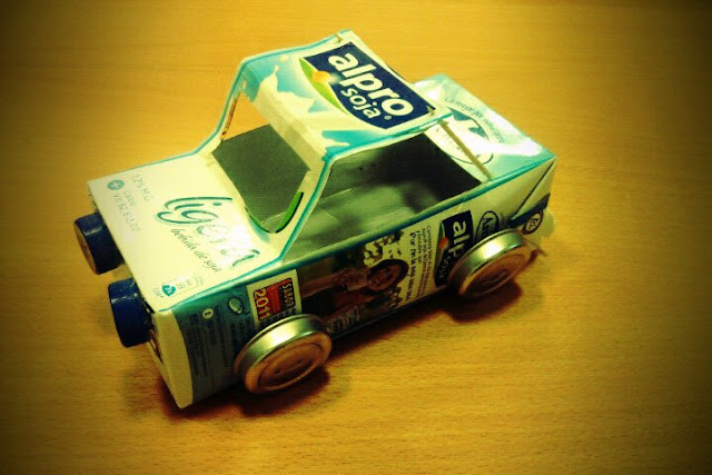 Medios De Transporte Con Material Reciclado
