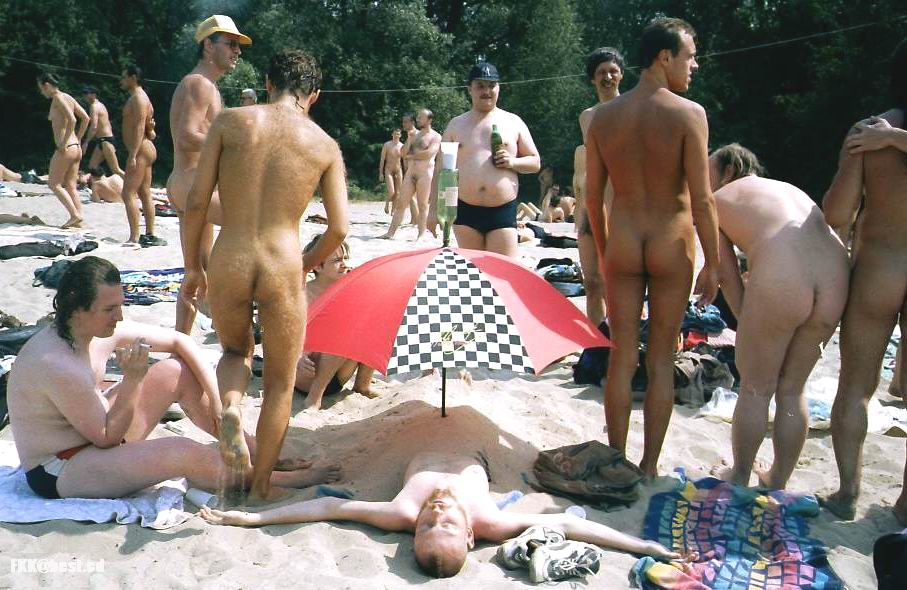 фото с пляжа нудистов в москве