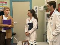 Belén Rueda, Lola Baldrich y Emilio Aragón como Clara, Gertru y Nacho en 'Médico de familia'