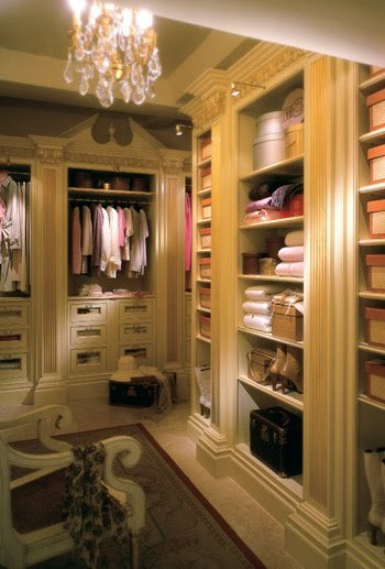 Eye for design beautiful closets to play dress up in oh well a girl can dream here are some fabulous closets and dressing rooms you can either dream about or get inspired to make for yourself solutioingenieria Images