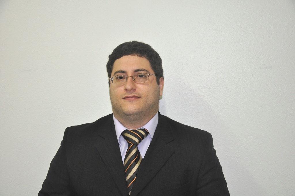 Professor dos cursos de Direito e Engenharia Ambiental do Centro Universitário Serra dos Órgãos (UNIFESO), Dr Pedro Saavedra Avzaradel