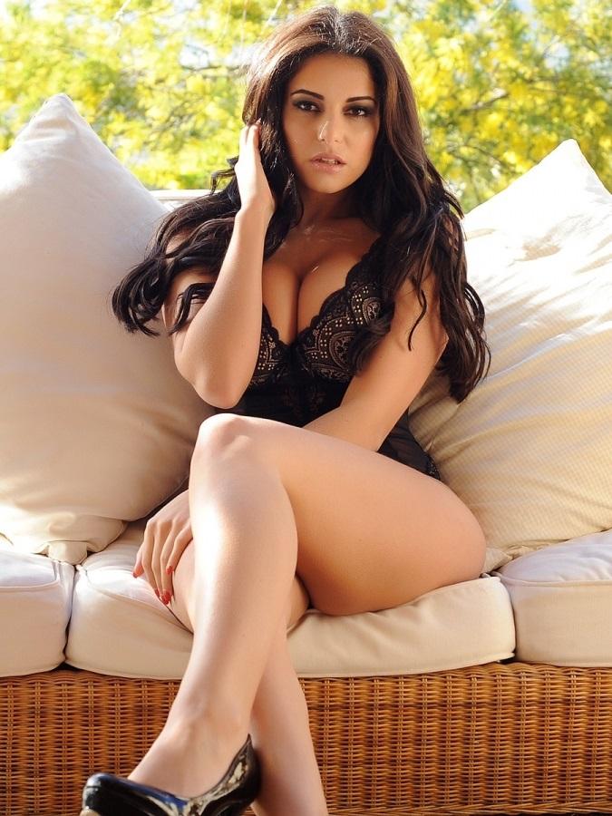 la sexy charlotte springer y sus mas atrevidas imagenes en topless
