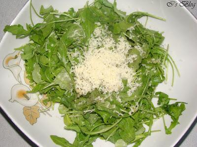Salata de rucola cu usturoi si parmezan