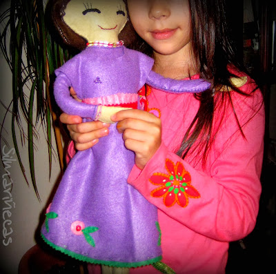 muñeca de fieltro