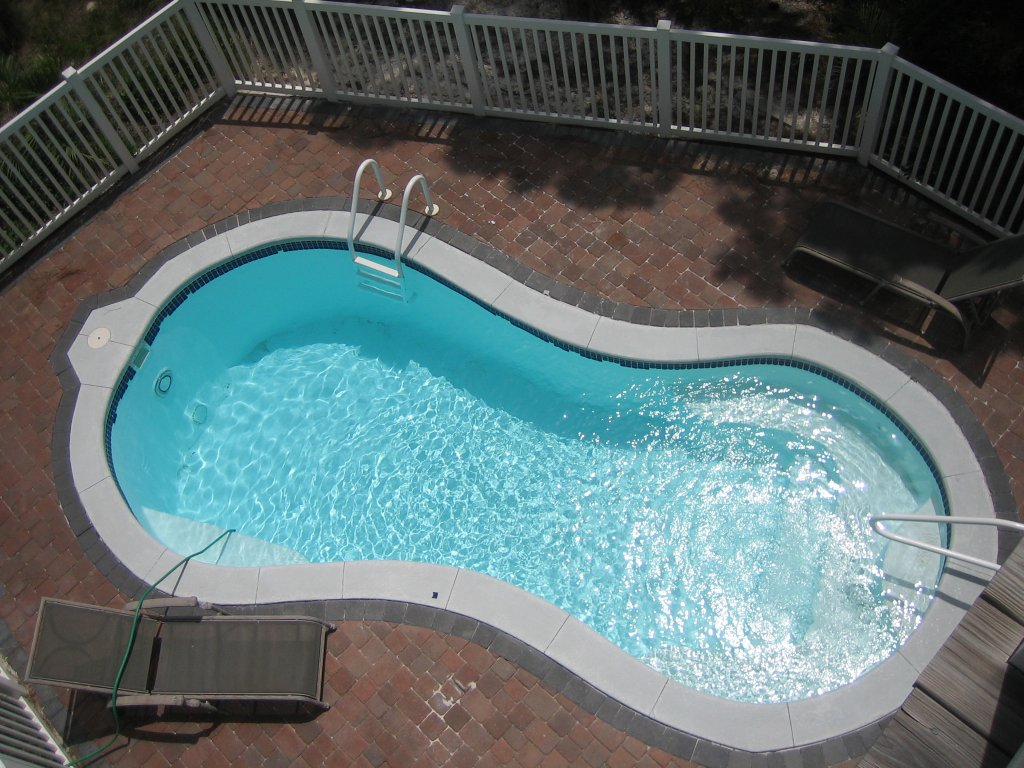 Small above ground swimming pools for Above ground salon