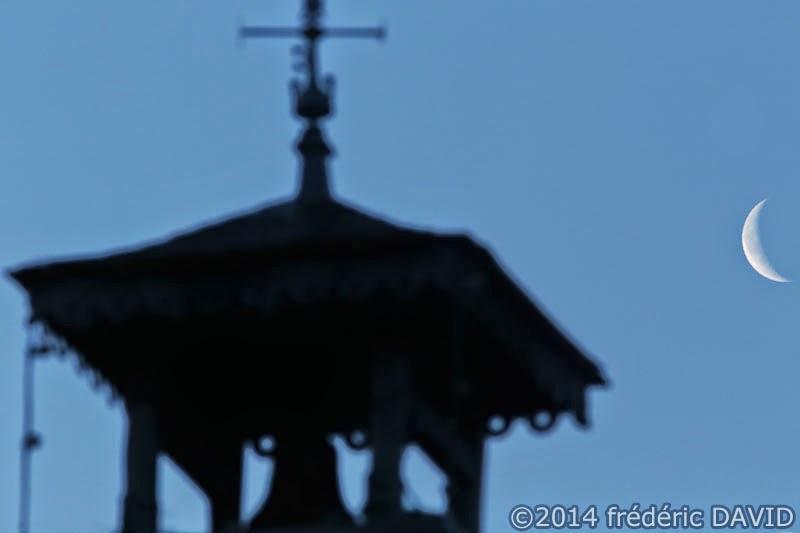 silhouette ciel nuit croissant Lune girouette
