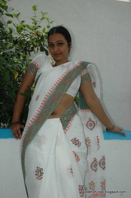 aunty saree exposing photos
