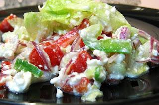 Салат из свежих овощей с зерненым творогом