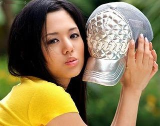 Sora Aoi mostrando su bella gorra