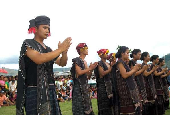 Fabric Ulos Typical North Sumatra - tiptraveltheworld