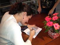 Karina Arenson autografou na Casa de Cultura Mario Quintana no último sábado dia 30/06