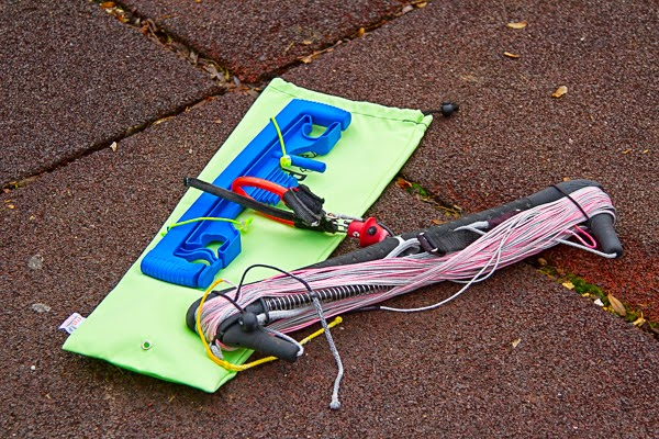 1. Looper package equipped with sleeve and a kite bar