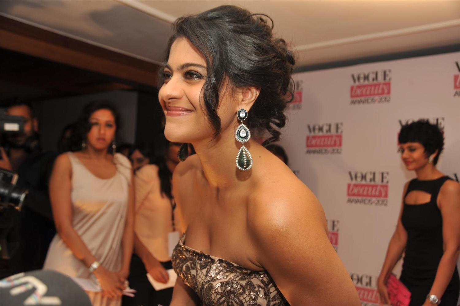 Kajol and Tanisha Mukhrjee Photos at Vouge Beauty Award