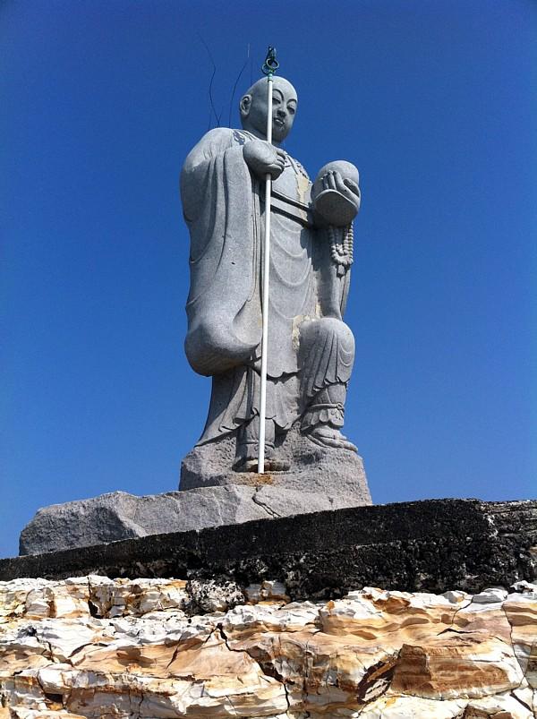 弘法大師上陸像の正面