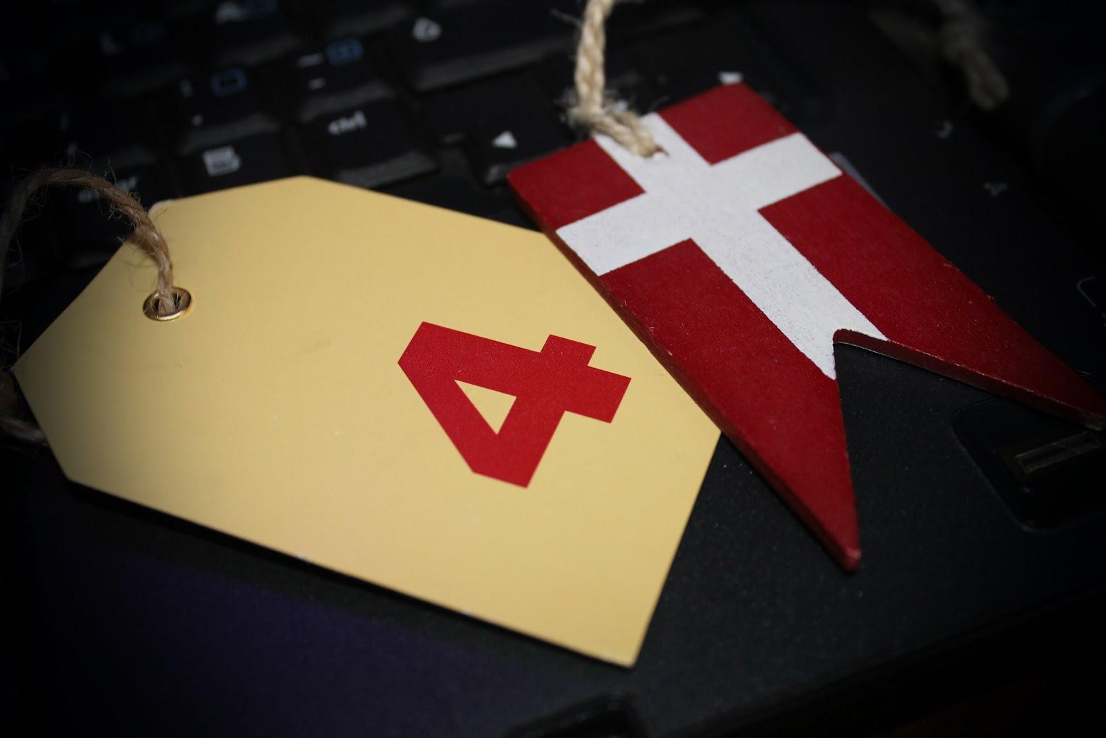 Ungt Par Prøver Analsex Af Hjemme I Stuen - Nudie