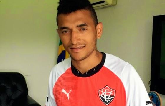 Rogério é o segundo contratado do Vitória para 2015