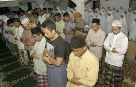 http://karangtarunabhaktibulang.blogspot.com/2013/07/tata-cara-niat-sholat-tarawih-dan-jumlah-rakaat-sholat-tarawih.html