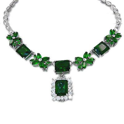 EmeraldNeclace diamondneclace weddingneclace engagementneclace neclace whitegoldneclace - Fabolous Necklace :)