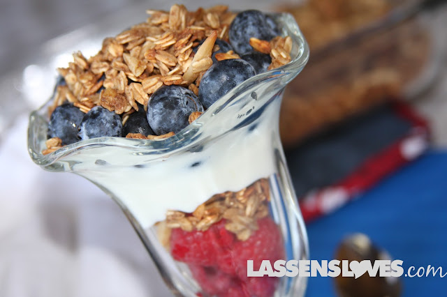 healthy+granola, patriotic+food, 4th+of+July, yogurt+parfait, homemade+granola