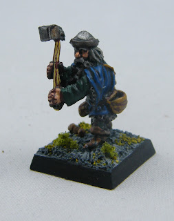 FA15 Dwarf with hammer - 3/4 View