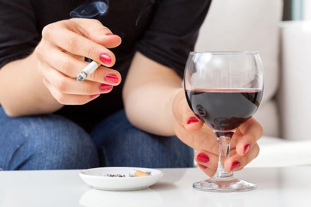 połączenie palenia z piciem alkoholu