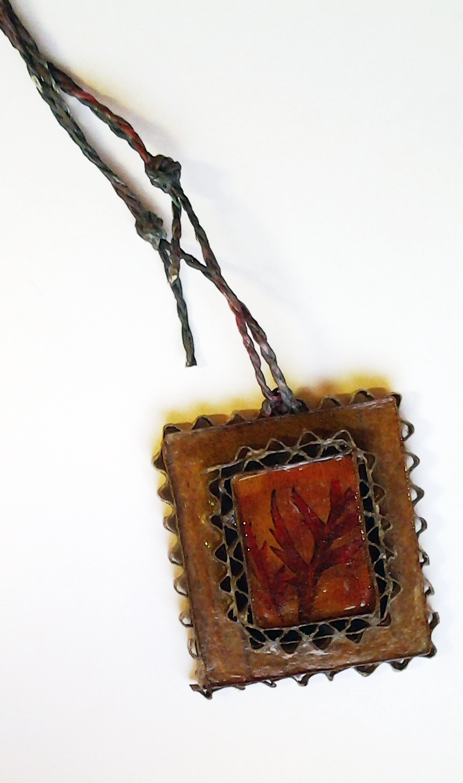 Ogrlica od kartona