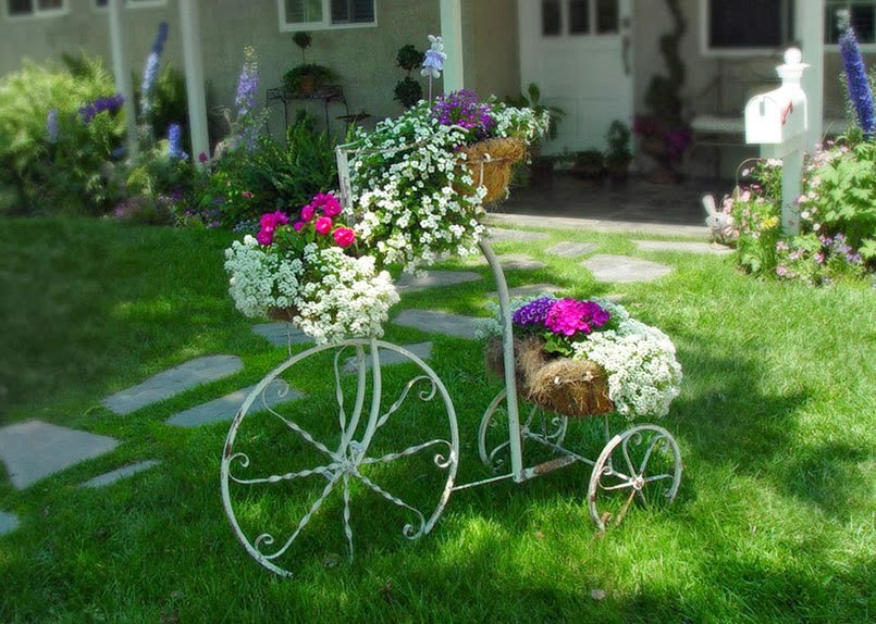 Как украсить цветами двор частного дома своими руками фото