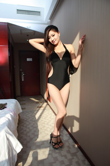 Asian Model Gymnast Showing Off Her Flexibility And Nude Body In A Hotel Room