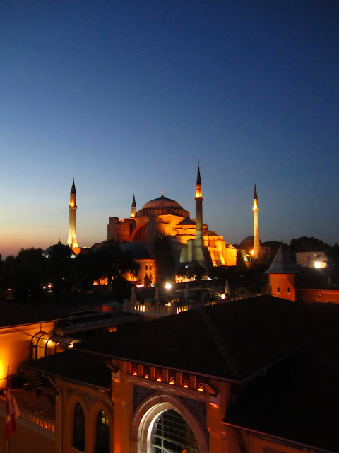 Blue Mosque at sunset in Istanbul, Turkey.