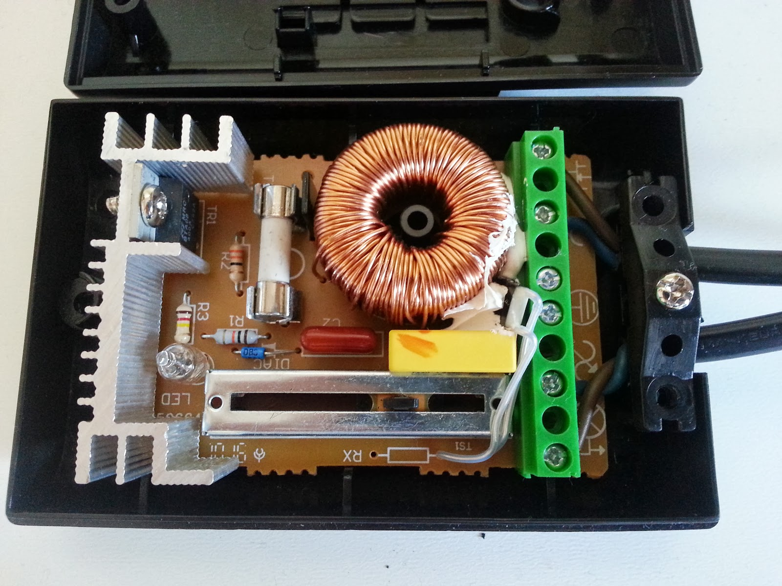 Dont Buy Just Make Ac Dimmer Repair Circuit At This Stage I Decided To Go All The Way And Find Out Exactly How Such A Works If Succeeded Thought Should Be Able