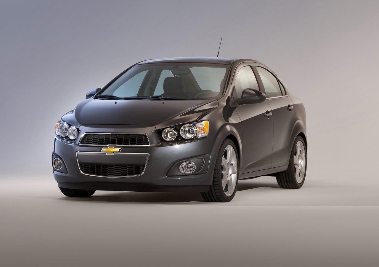 a car Chevrolet Sonic Sedan 2013