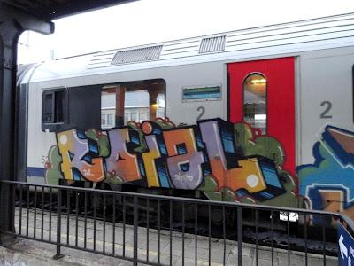 ROBINS ROIAL graffiti
