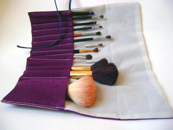 A zonzo per idee tutorial astuccio per pennelli pencil - Porta pennelli fai da te ...