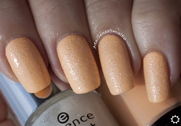 Essence Nail Art Sparkle Sand top coat - 24 I feel gritty! on Maybelline 241